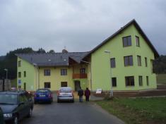 Dům schráněnými byty