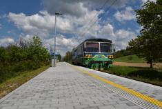 Železniční zastávka Lesní (foto Pavlína Kolářová, 2016, p-foto.cz)